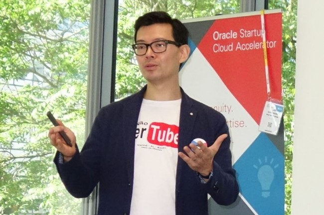 Jean-Marc Hui Bon Hoa, directeur du programme Startup Cloud Accelerator d'Oracle France, a présenté ce matin les 5 start-ups de la 2ème promotion de l'accélérateur, à Colombes. (Crédit : M.G.)