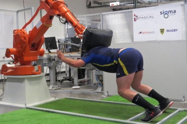 Le joug articul� permet au rugbyman de simuler et de perfectionner sa position en m�l�e. (Cr�dit : Sigma)