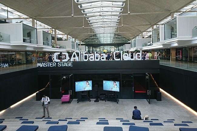 Alibaba Cloud a choisi la Station F pour son événement européen focalisé sur l'écosystème cloud. (Crédit : Nicolas Certes)