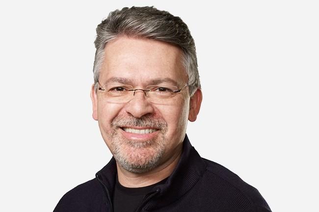 Avant d'être recruté par Apple, John Giannandrea est entré chez Google en 2010 par le biais du rachat de Metaweb dont il a été le directeur technique de 2005 à 2010. (Crédit : Apple)