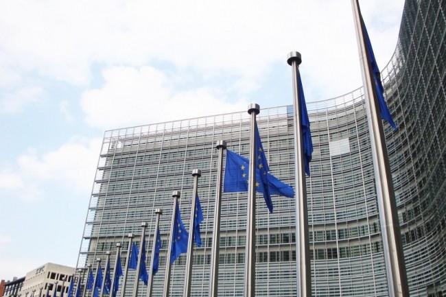 La Commission européenne a mis son nez dans le rachat de Gemalto par Thales et ouvert une enquête approfondie. (crédit : Jai79/Pixabay)