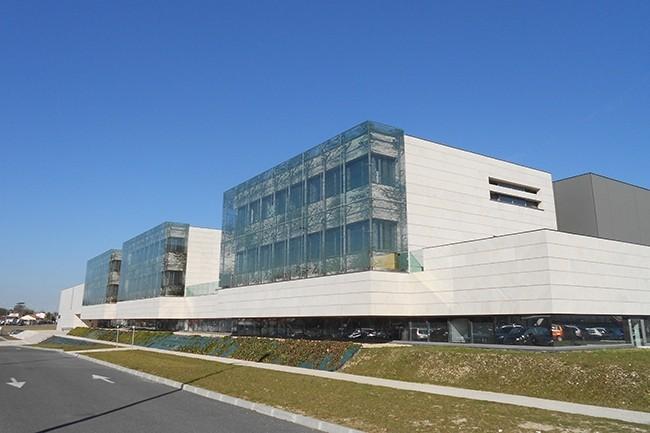 Après le regroupement des universités de Bordeaux I,II et IV et des instituts (IUT, ESPE et l'Institut des Sciences de la Vigne et du Vin, en photo), en 2014, l'université a voulu unifier les communications téléphoniques entre les campus. (Crédit : Wikipédia)