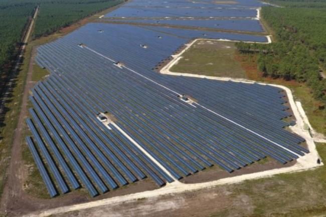 L'énergéticien Engie (ci-dessus le parc photovoltaïque de Salaunes) intègre dans la gestion de sa relation client les canaux de type tchat et réseaux sociaux. (Crédit photo : Engie)
