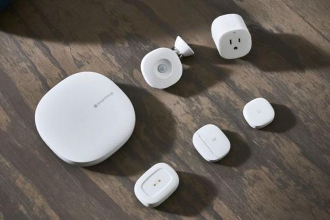 En combinant trois routeurs WiFi mesh de la gamme SmartThings de Samsung, on peut assurer une connectivité sans fil sur environ 400 m2. (Crédit : D.R.)