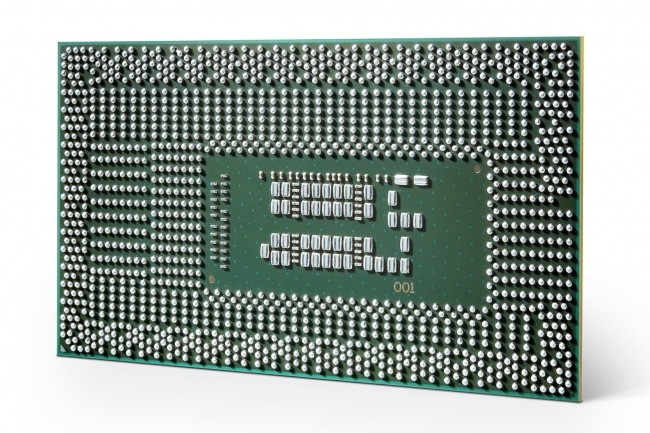 Lesextensions Security Guard Extensions sontintégrées dans les puces Core de 7e génération et suivantes (ci-dessus la 8ème génération d'Intel Core u series, de dos/Crédit : Intel).