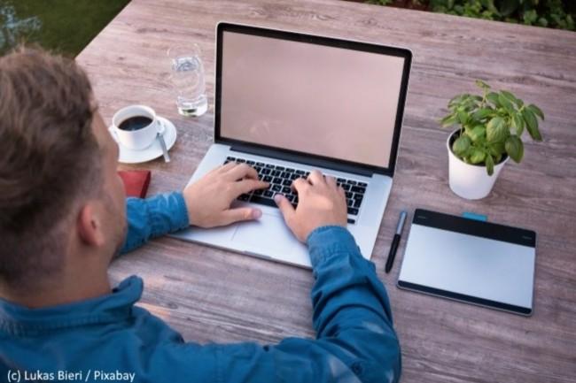 73 % des demandeurs d'emplois Baby Boomers sont intéressés par la possibilité de travailler où ils le souhaitent. (Crédit : Pixabay/Lukas Bieri)