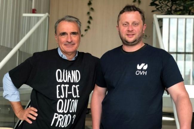 Le fondateur d'OVH, Octave Klaba (à droite), transmet les fonctions de directeur général de son groupe à Michel Paulin (à gauche) pour pouvoir se consacrer pleinement à ses fonctions de Président du Conseil d'Administration. (Crédit : OVH)