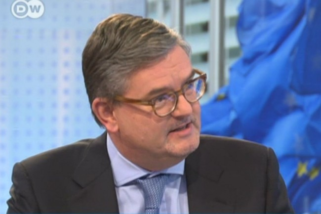 Julian King, Commissaire européen chargé des questions de sécurité dans l'Union européenne, envisage des mesures plus énergiques pour supprimer les contenus terroristes des sites web. (Crédit : Deutsche Welle/DWnews)