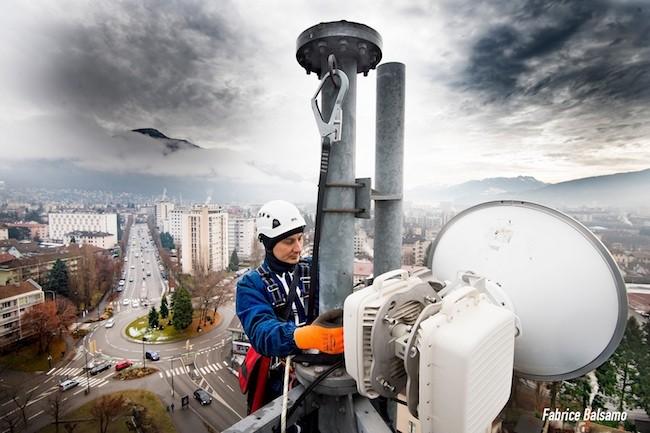 La 4G/LTE, qui vient étoffer les communications critiques, s'impose comme une alternative haut débit pour faciliter les échanges de données en temps réel. (Crédit F.Balsamo©Sirpa-Gendarmerie)