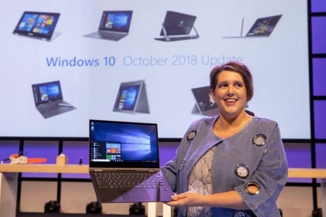 Erin Chapple, vice-président de Microsoft, a dévoilé la version « October 2018 Update » de Windows 10 lors de la conférence IFA 2018 à Berlin. (crédit : D.R.)