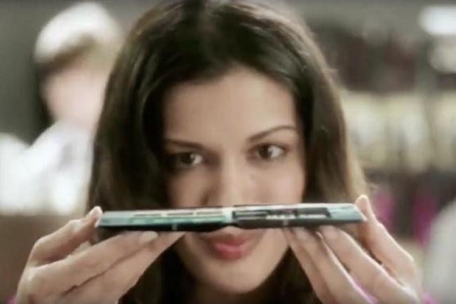 Samsung s'active pour pouvoir annoncer le premier smartphone avec un �cran pliable. Reste � savoir si les utilisateurs ont vraiment besoin d'un produit de ce type. (Cr�dit Samsung)