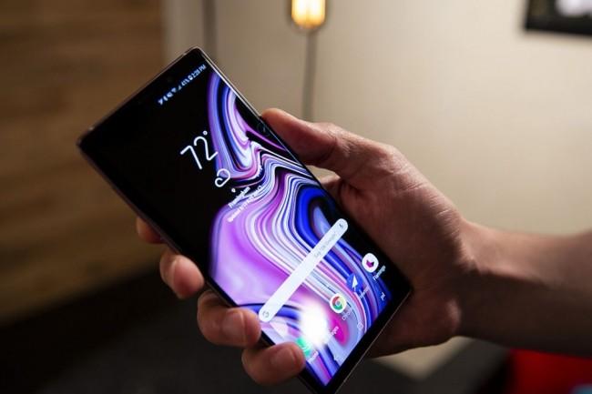 L'écran du Galaxy Note 9 est à l'hauteur d'un terminal dont les performances ont été une nouvelle fois bien revues à la hausse. (crédit : Christopher Hebert/IDG)