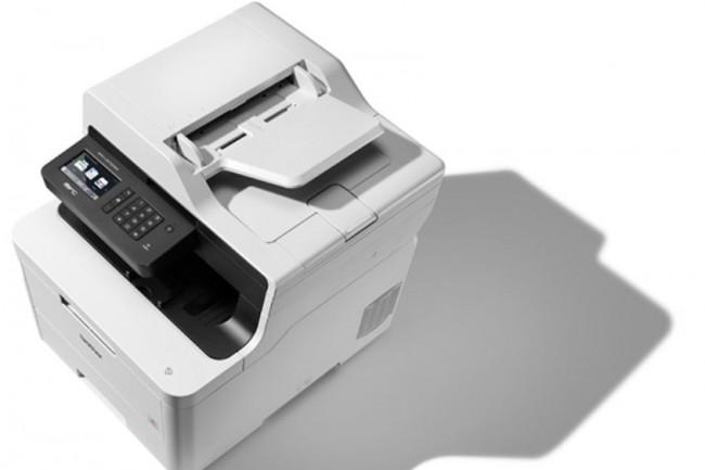 Les 3 imprimantes et 6 multifonctions de la série L3000 sont équipés d'un chargeur automatique de documents de 50 feuilles, d'un bac papier de 250 feuilles et d'un bac de sortie de 150 feuilles. (Crédit : Brother)