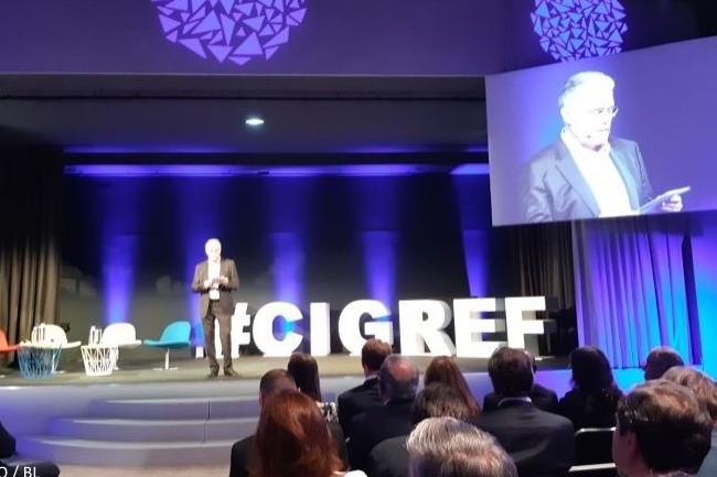 Bernard Duverneuil, président du Cigref, a décliné sur scène le thème de la soirée, « Vive les talents ». (Crédit : CIO/BL)