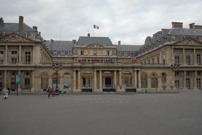 La base de données des Titres électroniques sécurisés, validé par le Conseil d'Etat le 18 octobre, stocke les données personnelles de plus de 66 millions de Français depuis mars 2017. (Crédit : B.L.)