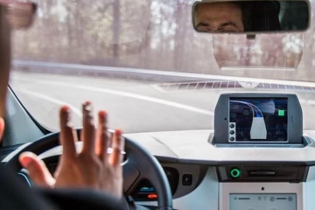 Les parcours de formation proposés par l'institut Vedecom allient des exercices théoriques et pratiques sur la conduite autonome. Crédit. D.R