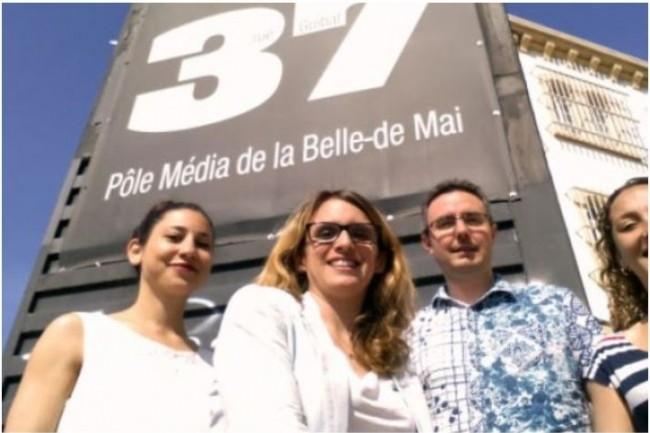 Installé depuis 1999 à Marseille, l'incubateur Belle de Mai piloté par Céline Souliers (au milieu de la photo)  accompagne des projets liés aux technologies du numérique. Crédit. D.R.