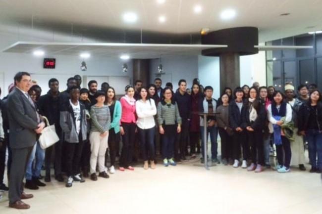 A l'occasion d'une soirée d'accueil des étudiants internationaux organisée par le conseil départemantal du Cher en novembre 2016, 3 étudiants de l'INSA Centre-Val de Loire ont témoigné dont M. Minh Huy Van, étudiant de 4e année de l'Université Hué au Vietnam. (Crédit : D.R.)