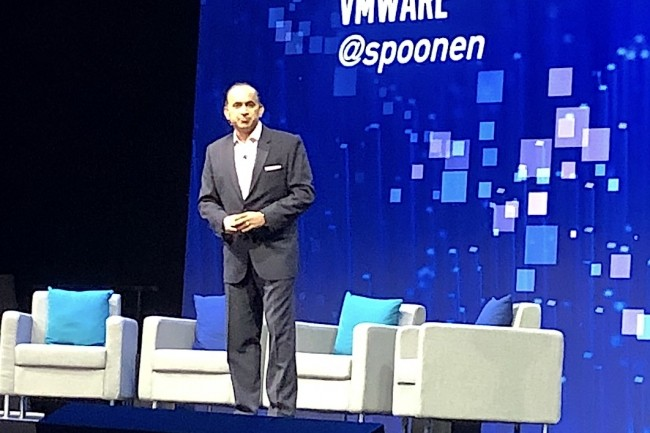 Lors de sa keynote, Sanjay Poonen, Chief Operating Officer de VMware, est revenu sur la solution Workspace One Intelligence. (Crédit S.L.)