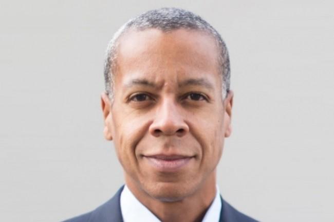 Dominique Terosier quitte l'industrie optique pour les services aux entreprises.
