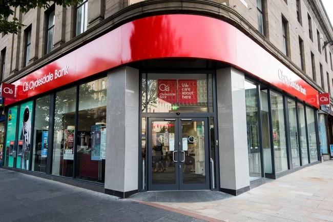 Outre-Manche, le groupe bancaire CYBG propose à ses employés un portail en self-service qui lui permet de redéployer ses équipes de helpdesk IT. (ci-dessus, une agence de la marque Clydesdale Bank à Dumfries en Ecosse/Crédit : CYBG).