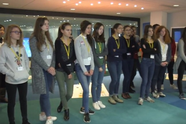 L'an dernier à l'occasion de Girls@tech,  une cinquantaine de jeunes filles ont pu découvrir les métiers des directions techniques de Bouygues Telecom. (Crédit: D.R.)