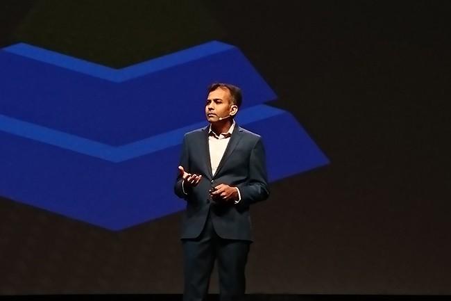 D'après Satyam Vaghani, vice-président IoT et AI chez Nutanix, venu sur scène présenter la solution Xi IoT, ce sont plus de 256 Zo de données (256 Mds To) qui ont été générées par des objets connectés en 2017. (Crédit : Nicolas Certes)
