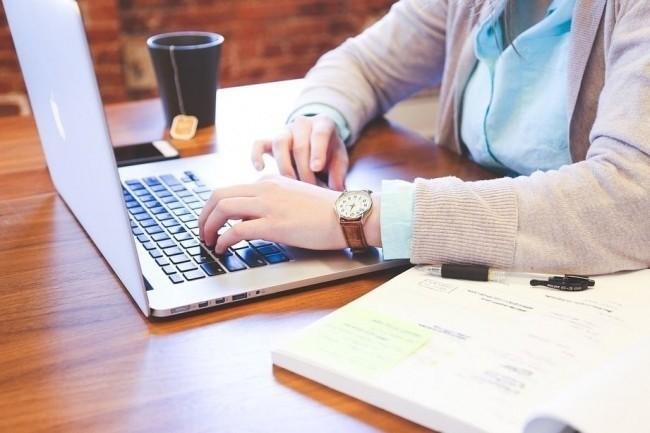 IT News Info recrute un rédacteur junior en CDD. (crédit : StartupStockPhotos / Pixabay)