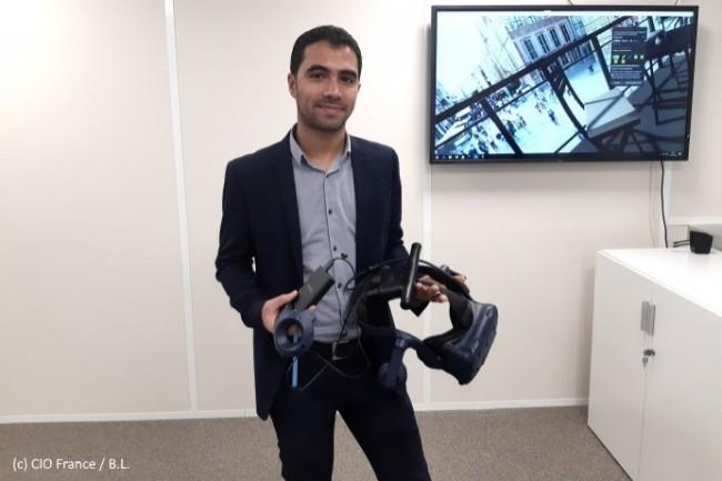 Karim Harbaoui, directeur des applications de collaboration et de prévention à la DSI d'Eiffage, présente le matériel employé.