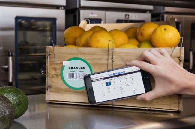 Après avoir mis à l'essai un système de suivi de la chaîne d'approvisionnement fondé sur la chaîne d'approvisionnement, les détaillants disent aux fournisseurs d'entrer leurs données sur les produits dans le système afin qu'ils puissent commencer à suivre les produits de la ferme au magasin.
