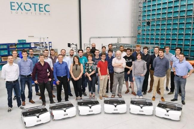 L'équipe d'Exotec Solutions conçoit les robots logistiques Skypod. La société a été créée en 2015 par Renaud Heitz (3ème à gauche), directeur technique, et Romain Moulin (5ème à gauche), président. (Crédit : Exotec Solutions)