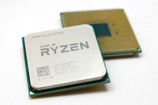 Haut de gamme d'AMD, si on met de côté le Threadripper, le Ryzen 2700x fait presque aussi bien que la concurrence Intel. (Crédit : AMD)