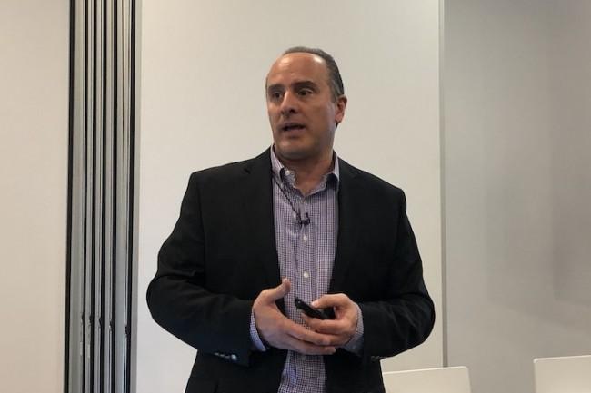 Des charges de travail dans le cloud mais avec la sécurité réseau d'ACI, nous a indiqué Roland Acra, vice-président en charge du groupedatacenterchez Cisco. (Crédit : S.L.)