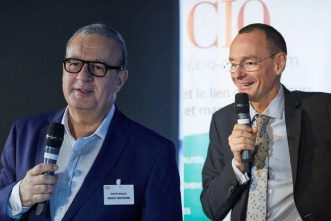 A gauche, Philippe Rouaud, DSI du groupe France Télévisions, est aussi président du Club des Relations Fournisseurs du Cigref. A droite, le Grand Témoin de la matinée CIO : Stéphane Rousseau (à droite), DSI d'Eiffage.  (Crédit photo : Bruno Levy)