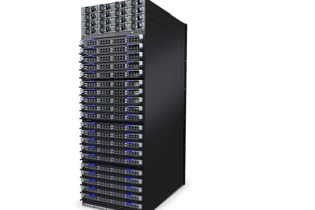 Montés dans un châssis, les commutateurs CS8500 Series de l'équipementier Mellanox, convoité par Intel, font grimper la bande passante théorique disponible à 320 Tb/s. (crédit : Mellanox)