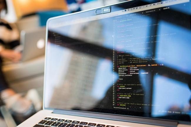 Pour aider les administrateurs IT, AXA programme des « robots » logiciels pour accomplir des tâches simples. (Crédit Christina Morillo/CCO)