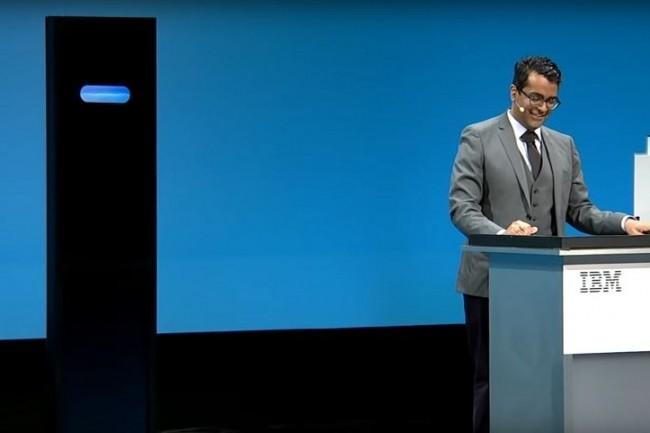 A gauche, l'ordinateur Project Debater d'IBM, à droite son contradicteur Harish Natarajan, qui a su se montrer plus convaincant à l'occasion du débat organisé à l'occasion de Think 2019 à San Francisco. (Crédit : D.R.)