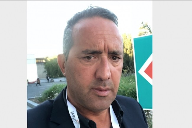 Avant de rallier Flow Line, Richard Terki a occupé les fonctions de directeur commercial du groupe Emplio (aujourd'hui groupe  Oslo) et de directeur des activités du groupe Cogeser.
