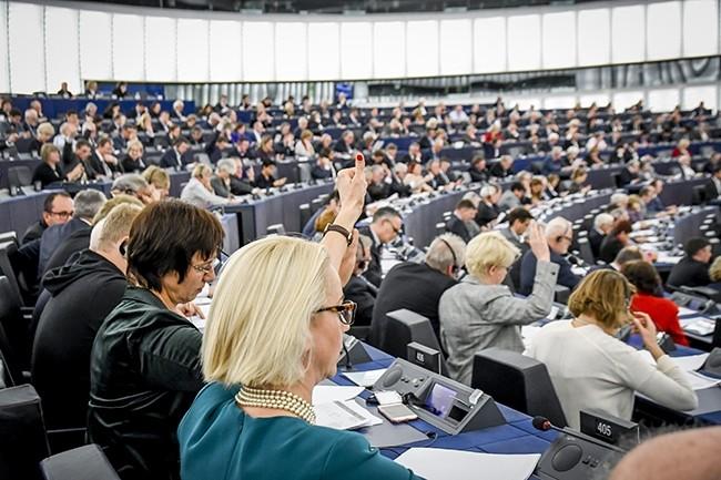 Le Parlement européen a insisté sur l'accompagnement des travailleurs dans l'intégration des technologies d'intelligence en entreprise. (Crédit : Parlement européen)
