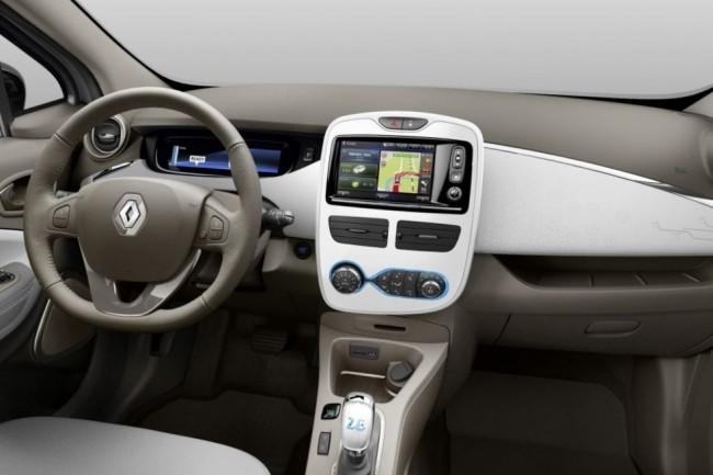 Certains modèles de GPS équipant des Renault Zoé font partie des systèmes qui doivent être mis à jour pour éviter le bug du 6 avril 2019. (crédit : Renault)