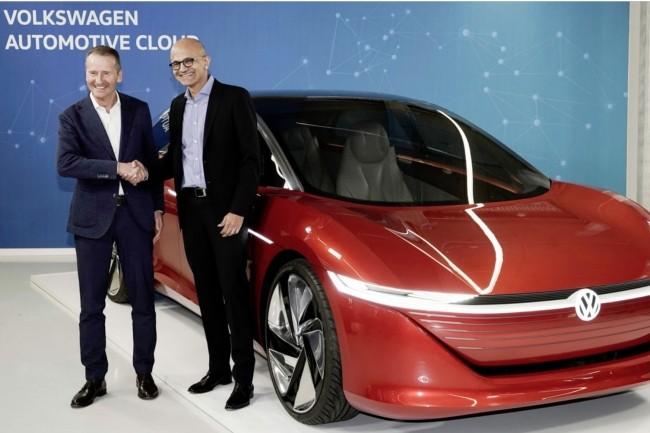 C'est avec Microsoft que le constructeur allemand Volkswagen développeson Automotive Cloud. Les partenaires ont réparti des équipes à Berlin et à Seattle. Ci-dessus,Herbert Diess, CEO deVolkswagen, et Satya Nadella, CEO de Microsoft. (Crédit : VW)