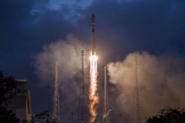 Le 27 février 2019, OneWeb a lancé, en partenariat avec Airbus, ses six premiers satellites qui doivent permettre de donner un accès internet sur la totalité du globe. (Crédit : OneWeb)