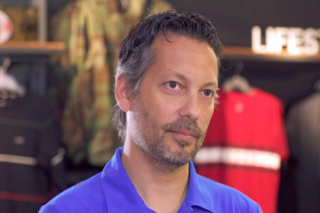 Benjamin Djelloul, responsable informatique Nike retail BV, considère que la fibre de Bouygues Telecom Entreprises a amplifié l'expérience client dans les boutiques. (Crédit Photo : DR)
