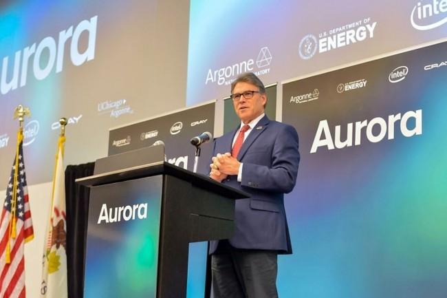 Rick Perry, secrétaire à l'énergie des Etats-Unis, annonce que son ministère va construire le nouveau supercalculateur exascale Aurora. (crédit: DOE)