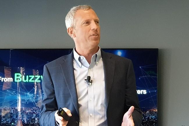Kevin Brown, CTO et vice-président de l'innovation de Schneider Electric, a insisté sur l'importance de déployer des systèmes IoT intégrés pour résoudre les problèmes de résilience liés à l'edge computing. (Crédit : Nicolas Certes)