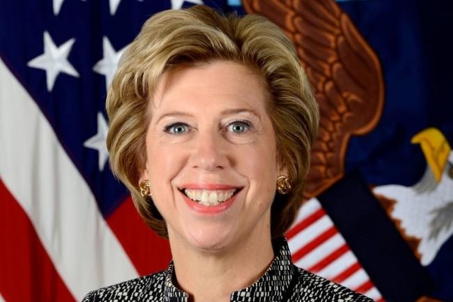 « Je ne suis pas sûre que nous aurons une solution 5G totalement américaine », a indiqué Ellen Lord, secrétaire adjointe à la Défense. (crédit : U.S. Department of Defense)