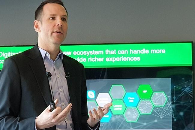 Jamie Bourassa, vice-président de l'Edge computing chez Schneider Electric, s'est longtemps occupé du channel EMEA du groupe et est revenu sur la nécessité d'inclure au maximum les différents partenaires commerciaux lors d'un déploiement d'infrastructures en périphérie. (Crédit : Nicolas Certes)