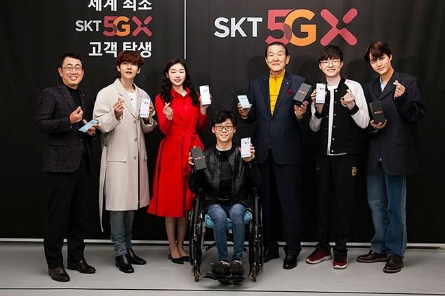 Six personnalités coréennes ont bénéficié des premières connexions 5G dès le 3 avril, dans une opération de communication de l'opérateur SK Telecom. (Crédit : SKT)
