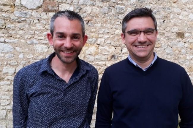 Romain Papuchon et Manuel Da Silva, DSI du CD86 (de gauche à droite) déploient la solution SD-WAN d'e-Qual pour les sites distants et les collèges. (crédit photo : DR)