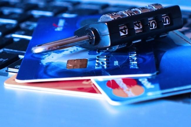 Des données de cartes bancaires combinées à des données numériques en vente sur le darknet pour éviter la détection antifraude. (Crédit : Pixabay/TheDigitalWay)